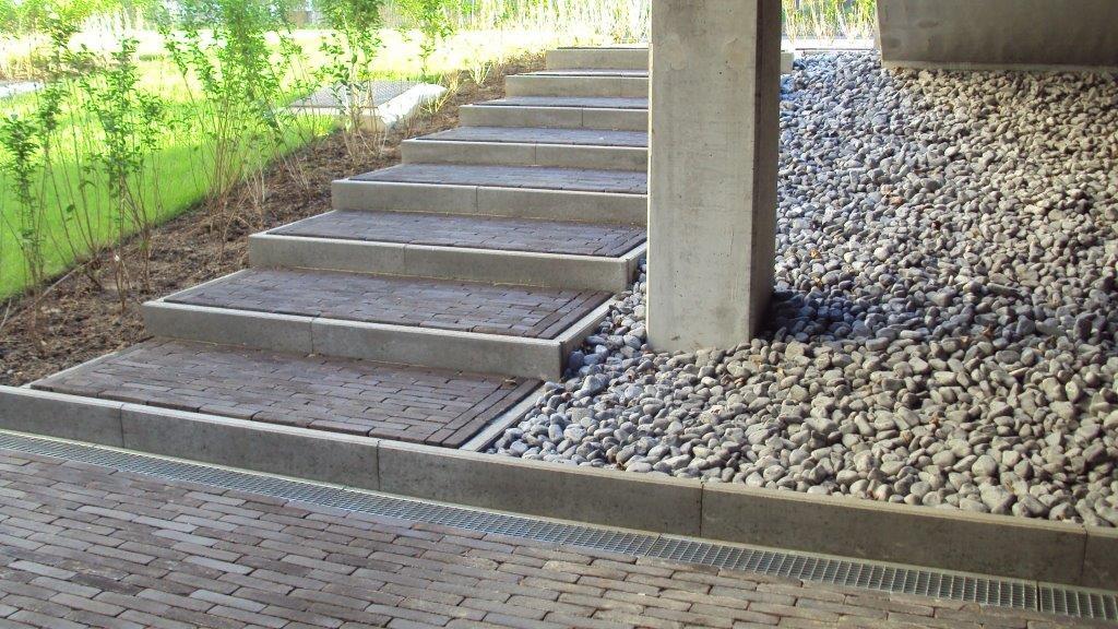 Bouw realisaties molenschrans terras oprit parking riolering fundering - Ontwerp betonnen trap ...